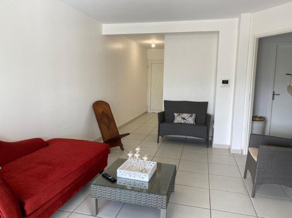Appartement à louer 2 45m2 à Saint-François vignette-1