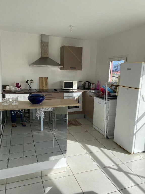 Appartement à louer 2 45m2 à Saint-François vignette-4
