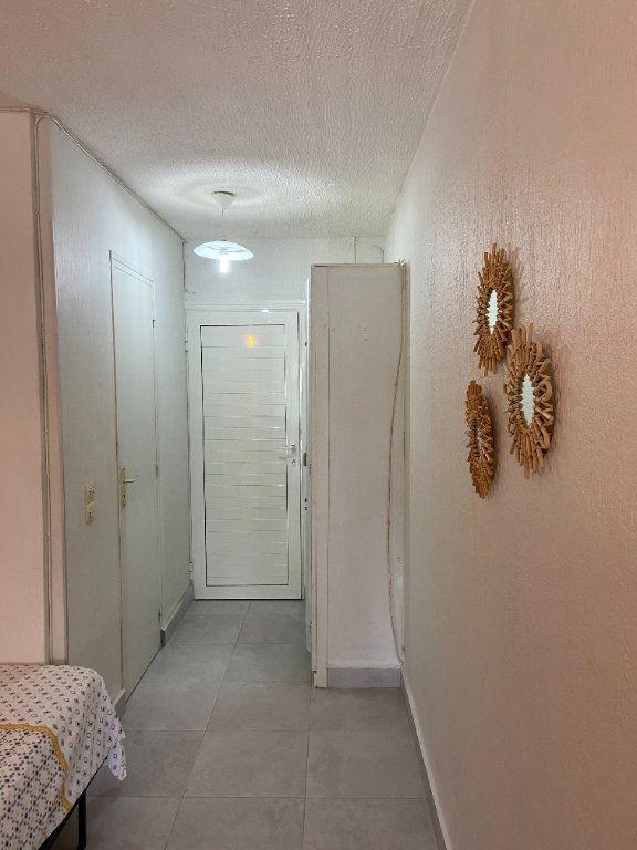 Appartement à louer 2 0m2 à Le Gosier vignette-4
