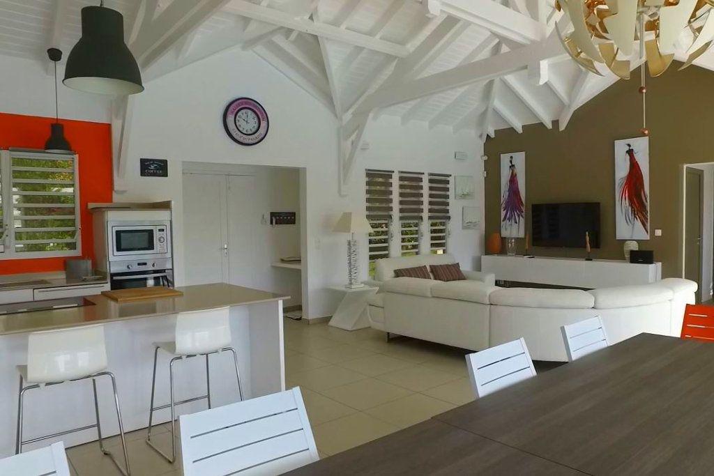 Maison à vendre 7 230m2 à Sainte-Anne vignette-2