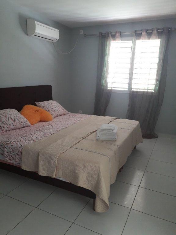 Appartement à louer 2 42m2 à Sainte-Anne vignette-2