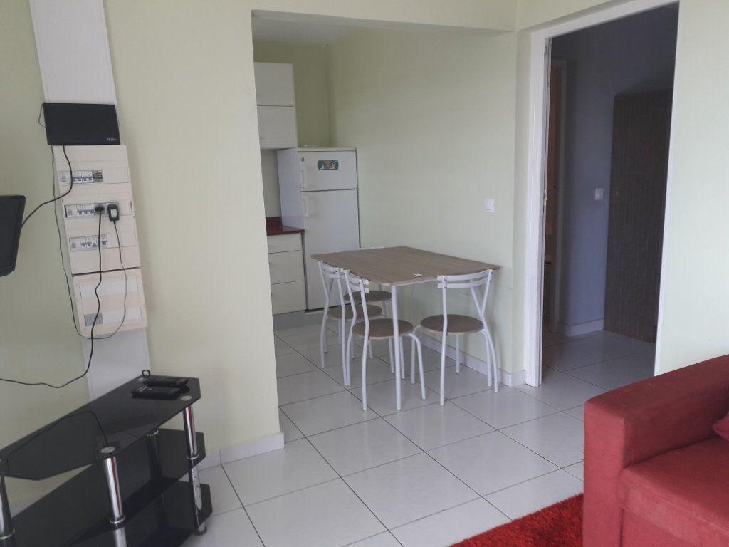 Appartement à louer 2 42m2 à Sainte-Anne vignette-4