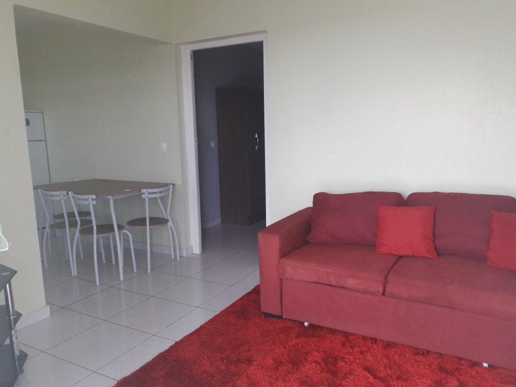 Appartement à louer 2 42m2 à Sainte-Anne vignette-5