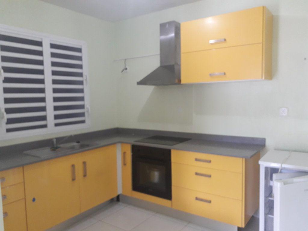 Appartement à louer 2 42m2 à Sainte-Anne vignette-1