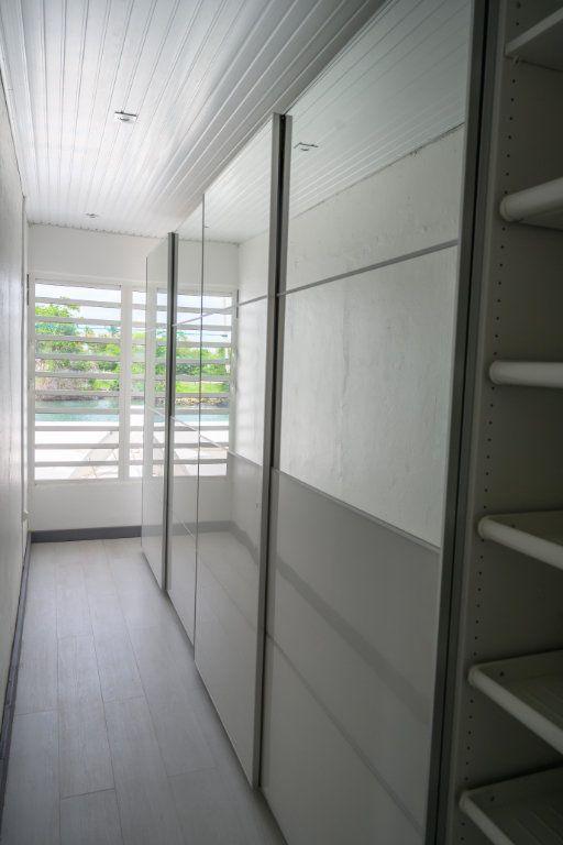 Appartement à vendre 4 139.92m2 à Pointe-à-Pitre vignette-6