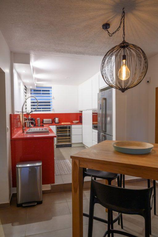 Appartement à vendre 4 139.92m2 à Pointe-à-Pitre vignette-12