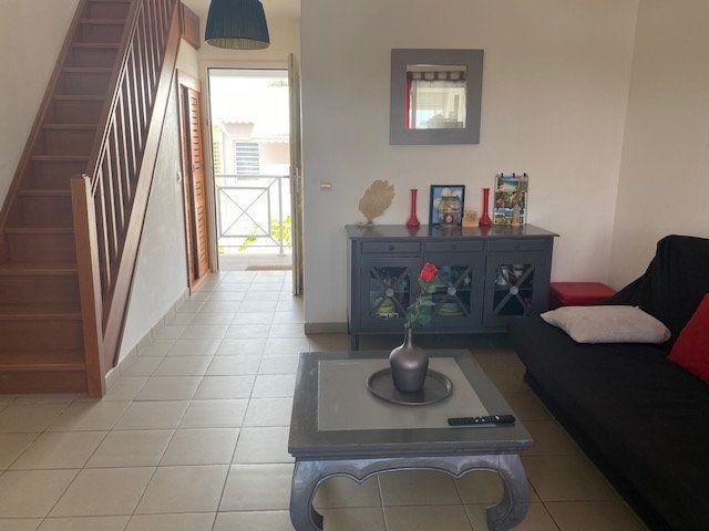 Appartement à louer 2 33.4m2 à Saint-François vignette-1