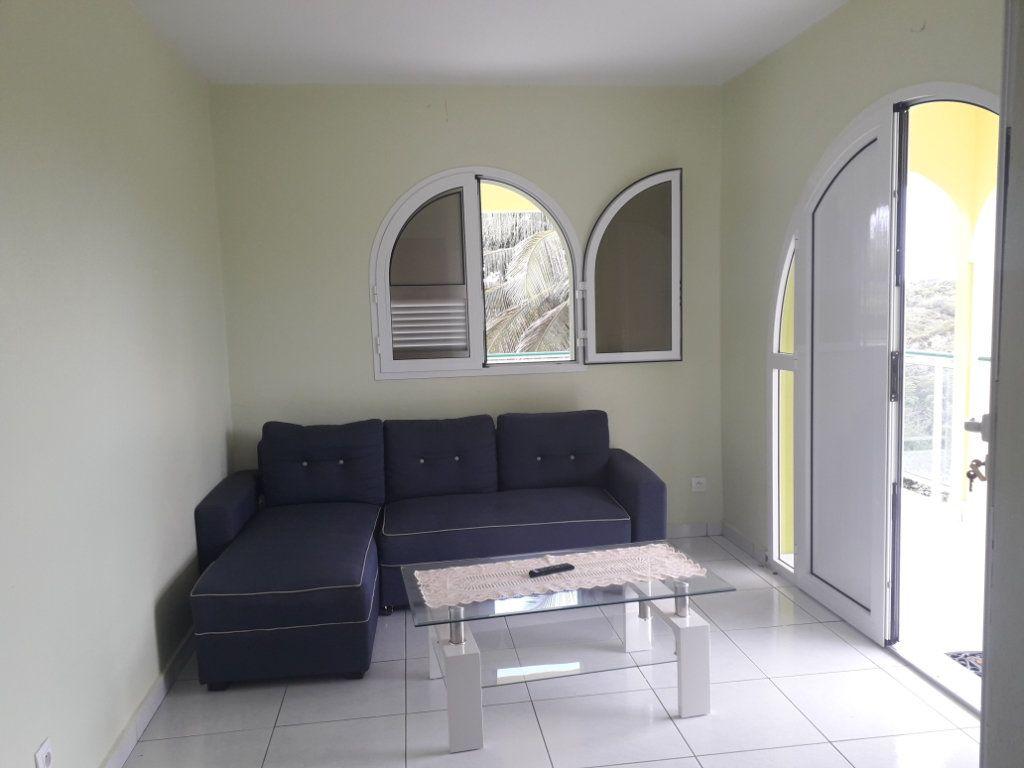 Appartement à louer 2 40m2 à Sainte-Anne vignette-1
