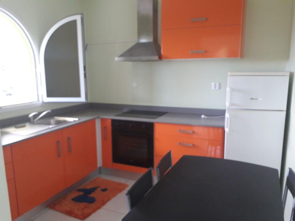 Appartement à louer 2 40m2 à Sainte-Anne vignette-2