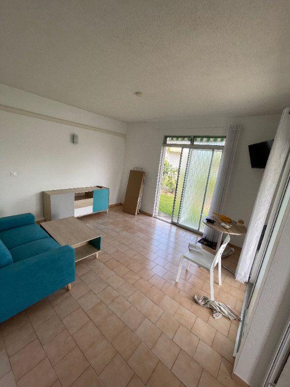 Appartement à louer 2 40m2 à Le Gosier vignette-1