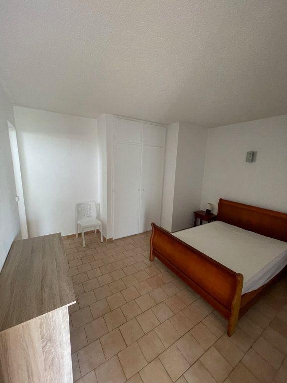 Appartement à louer 2 40m2 à Le Gosier vignette-2