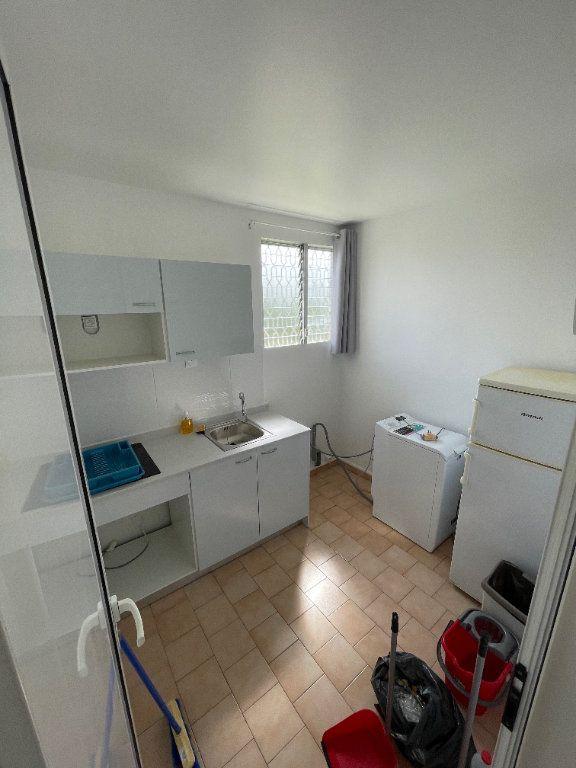 Appartement à louer 2 40m2 à Le Gosier vignette-4