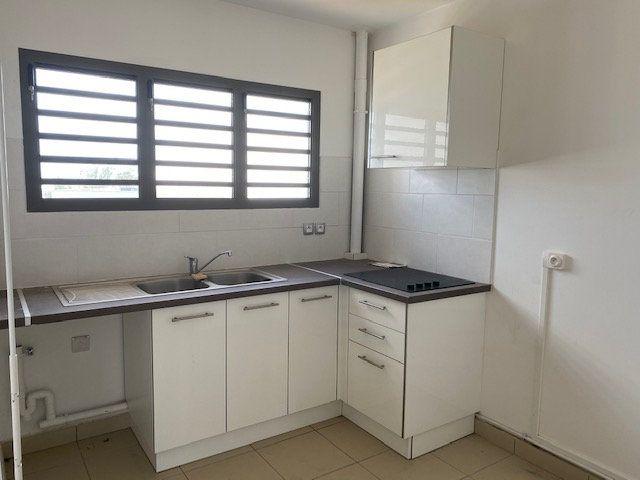 Appartement à louer 3 65.29m2 à Saint-François vignette-5