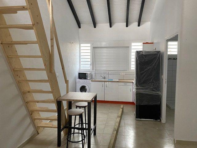Appartement à louer 1 36m2 à Les Abymes vignette-1
