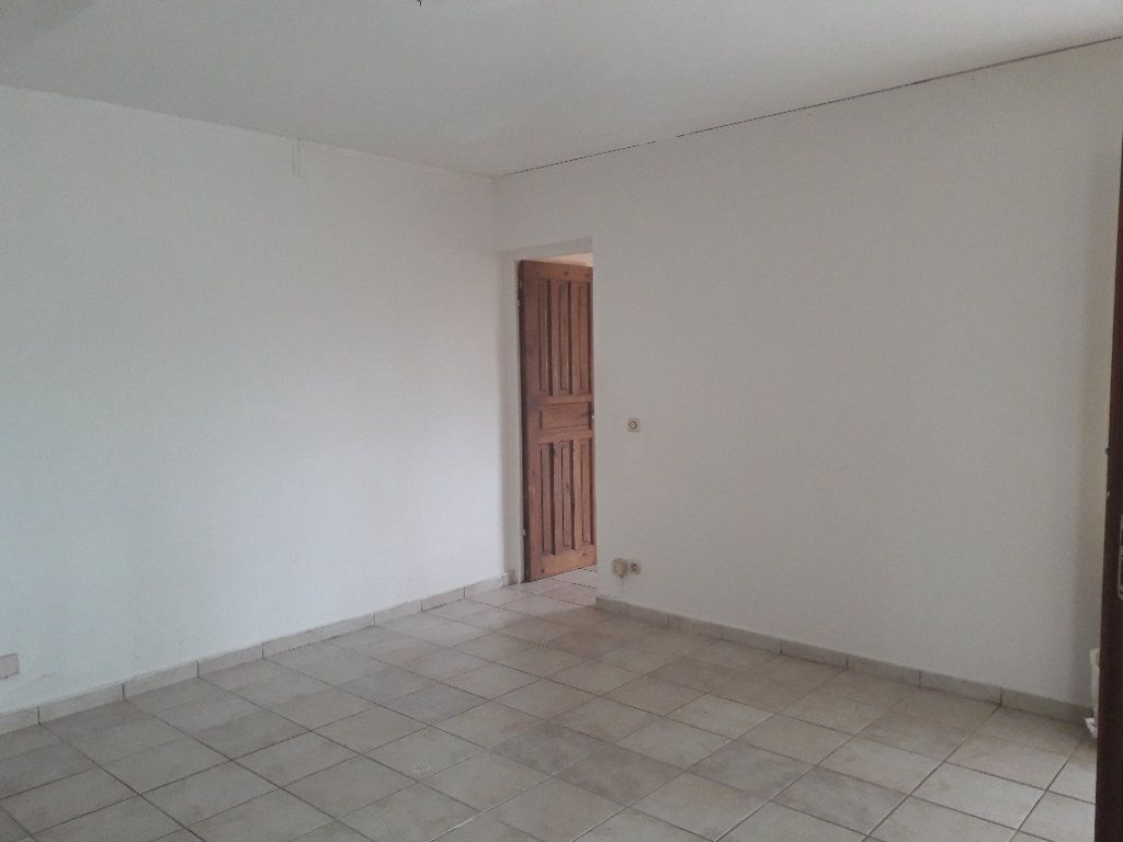 Maison à louer 3 55m2 à Morne-à-l'Eau vignette-4