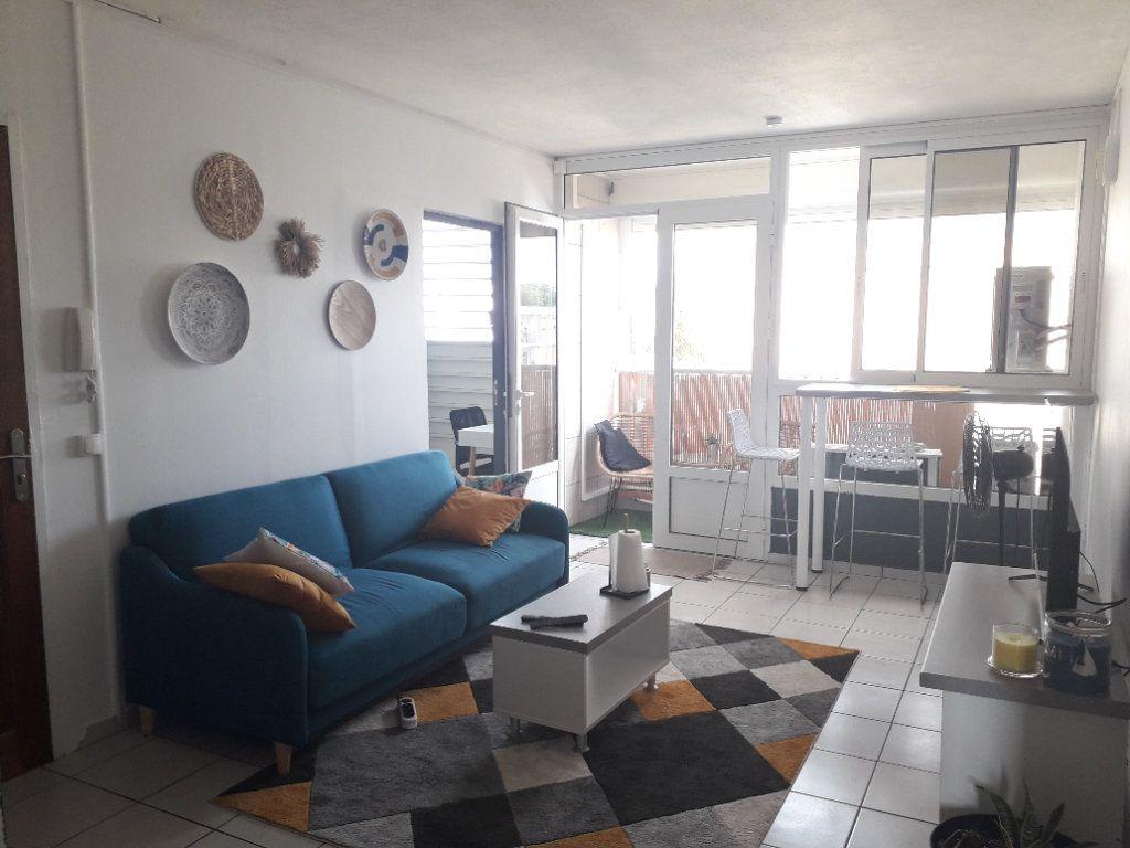 Appartement à louer 4 58.85m2 à Les Abymes vignette-1