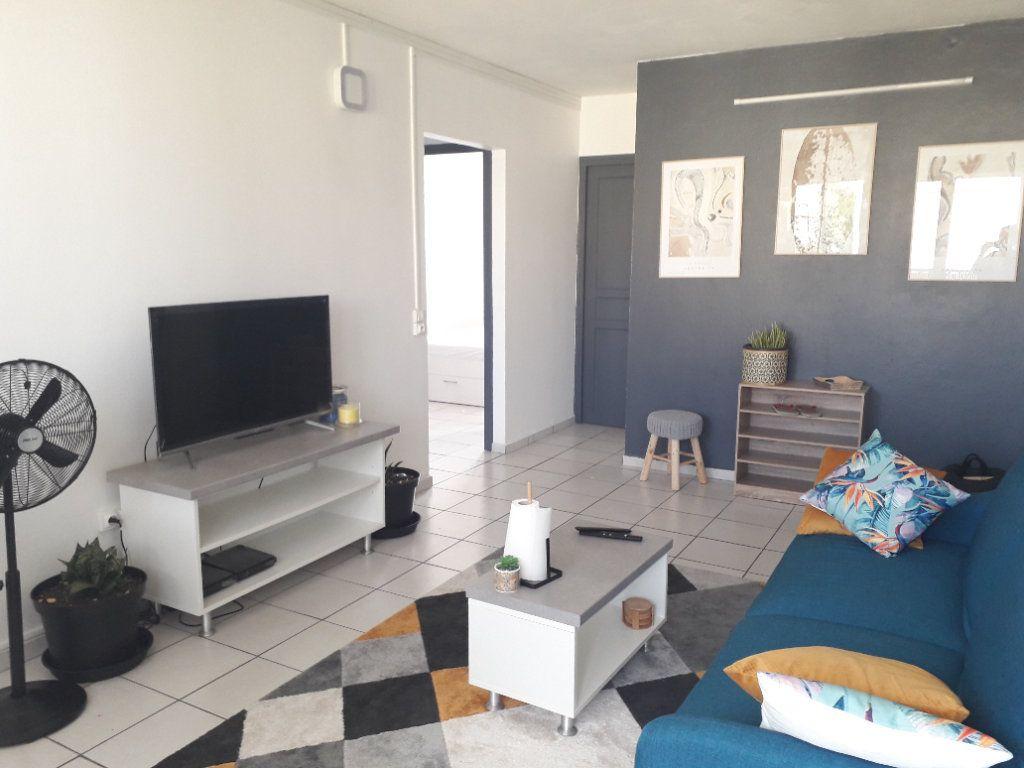 Appartement à louer 4 58.85m2 à Les Abymes vignette-2