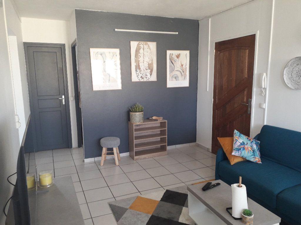 Appartement à louer 4 58.85m2 à Les Abymes vignette-4