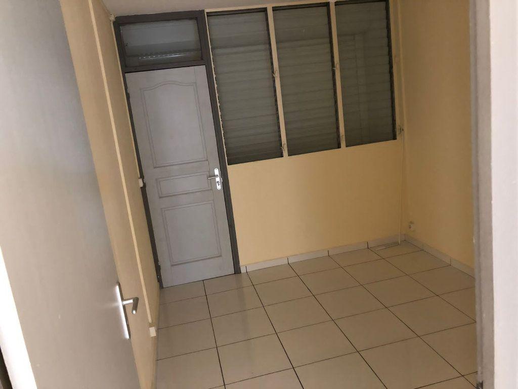 Appartement à louer 4 60m2 à Les Abymes vignette-4