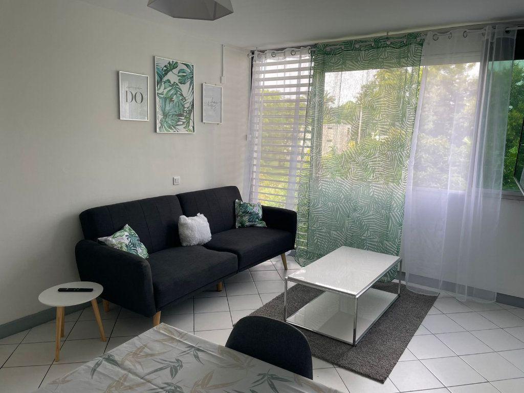 Appartement à louer 2 47m2 à Les Abymes vignette-1