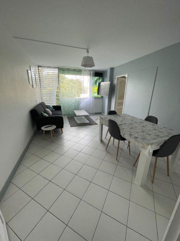 Appartement à louer 2 47m2 à Les Abymes vignette-2