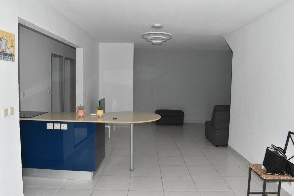 Appartement à louer 3 65m2 à Le Gosier vignette-5