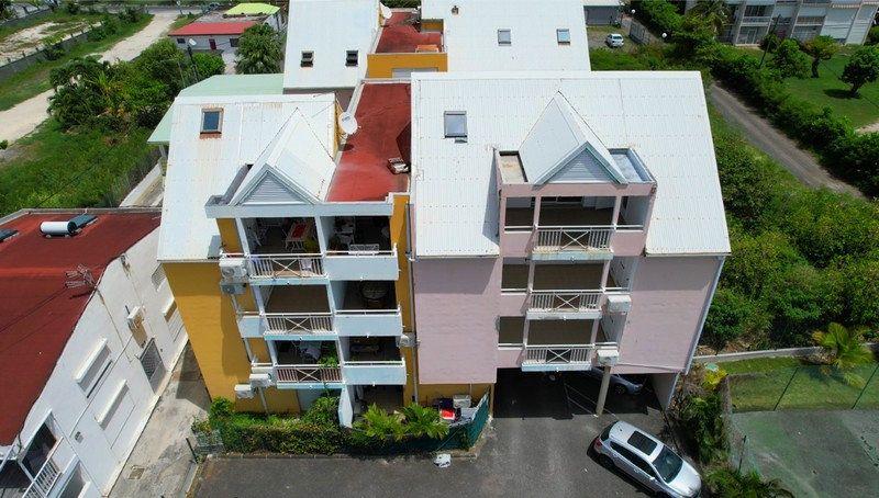 Appartement à vendre 2 40.9m2 à Sainte-Anne vignette-1