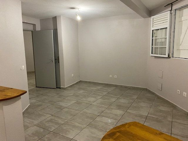 Appartement à louer 3 51m2 à Sainte-Anne vignette-2