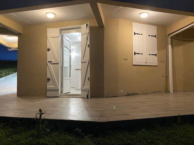 Appartement à louer 3 51m2 à Sainte-Anne vignette-6