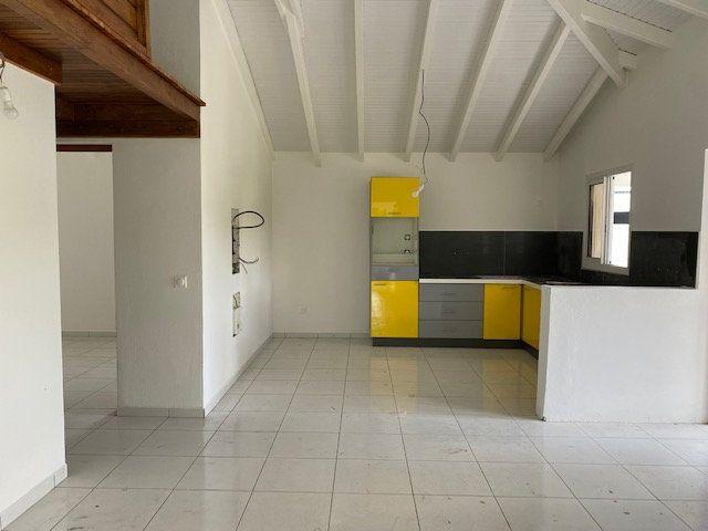 Appartement à louer 3 71.65m2 à Sainte-Anne vignette-1