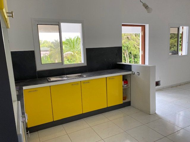 Appartement à louer 3 71.65m2 à Sainte-Anne vignette-3