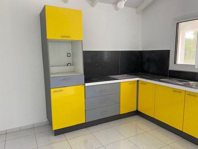 Appartement à louer 3 71.65m2 à Sainte-Anne vignette-4