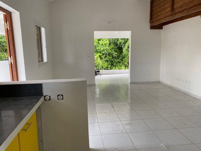 Appartement à louer 3 71.65m2 à Sainte-Anne vignette-5