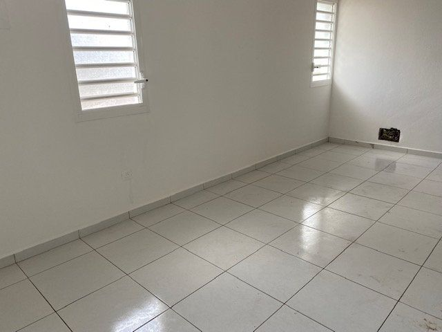 Appartement à louer 3 71.65m2 à Sainte-Anne vignette-9