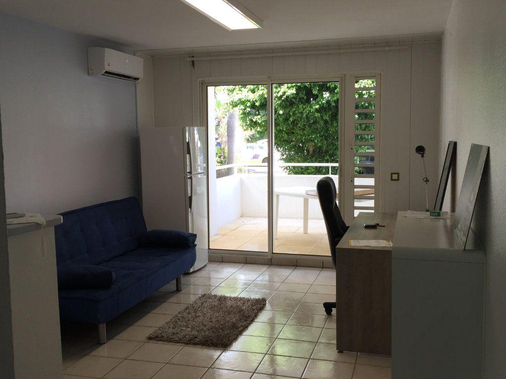 Appartement à louer 2 35m2 à Les Abymes vignette-2