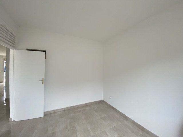 Maison à louer 4 102.92m2 à Le Moule vignette-15