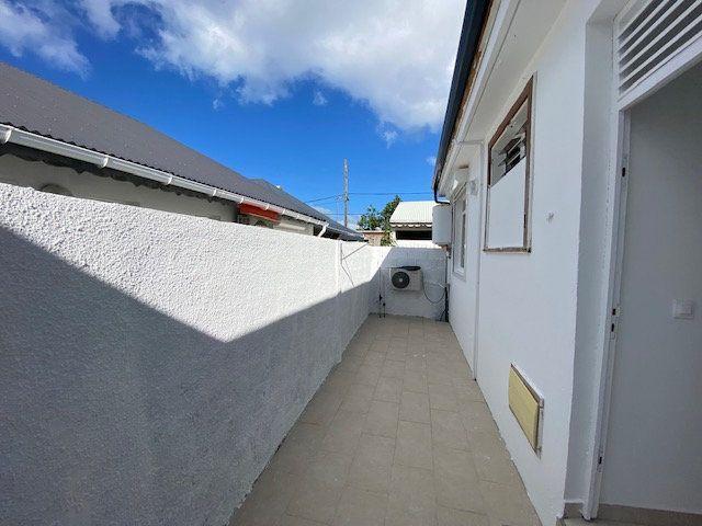 Maison à louer 4 102.92m2 à Le Moule vignette-16