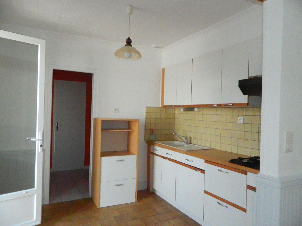 Maison à louer 3 63.72m2 à Rochefort vignette-1