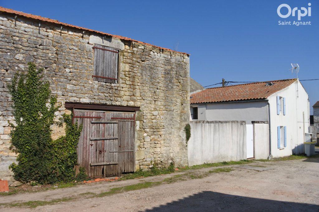 Maison à vendre 12 175m2 à Saint-Agnant vignette-1