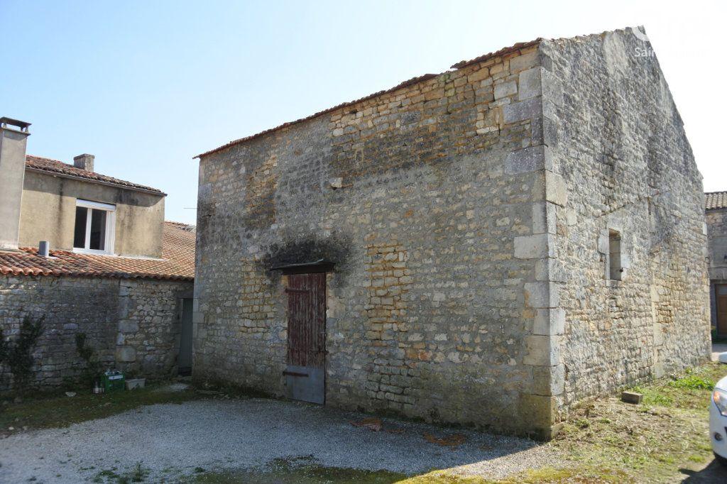 Maison à vendre 12 175m2 à Saint-Agnant vignette-4