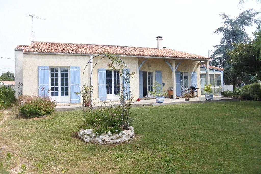 Maison à vendre 6 184m2 à Saint-Jean-d'Angle vignette-1