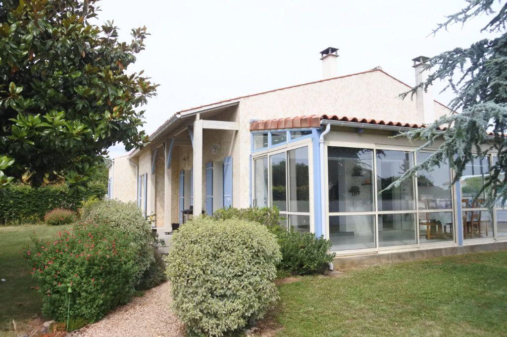 Maison à vendre 6 184m2 à Saint-Jean-d'Angle vignette-2