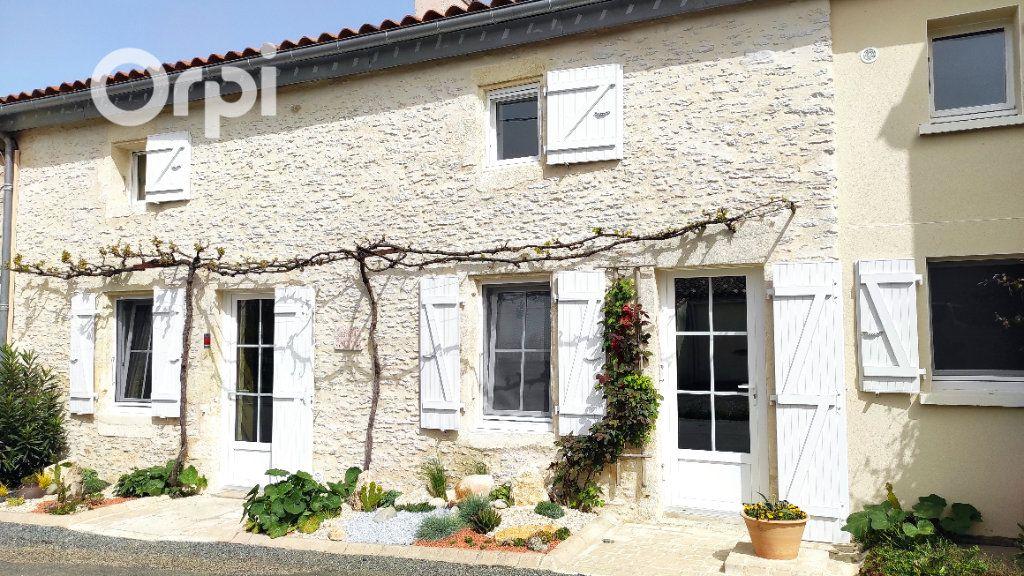 Maison à vendre 4 140m2 à Lussant vignette-1