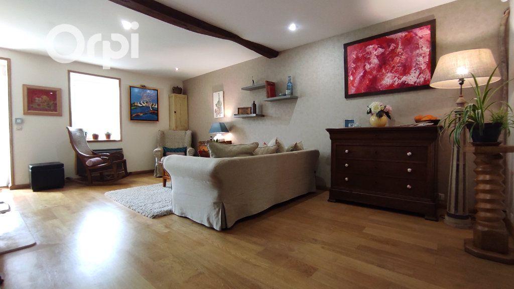 Maison à vendre 4 140m2 à Lussant vignette-5