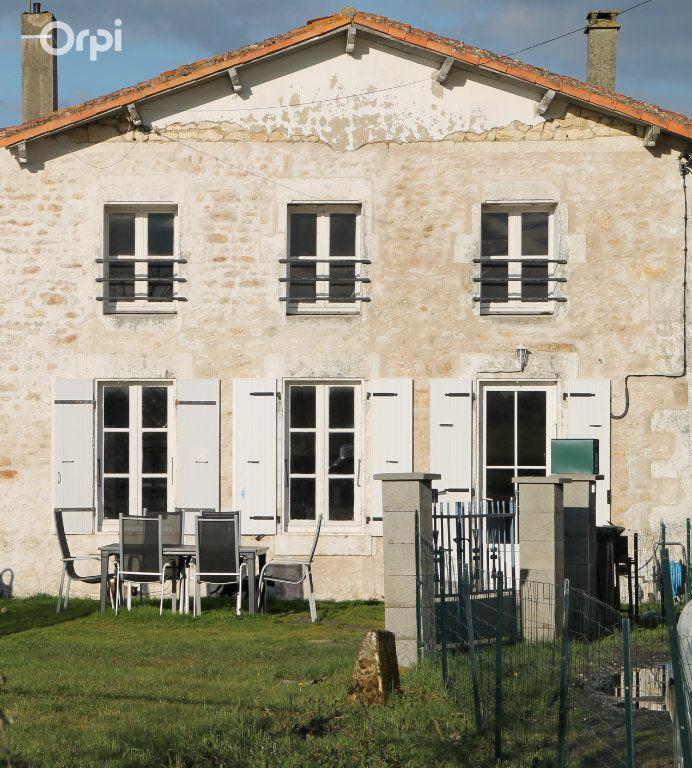 Maison à vendre 5 127m2 à Saint-Hippolyte vignette-1