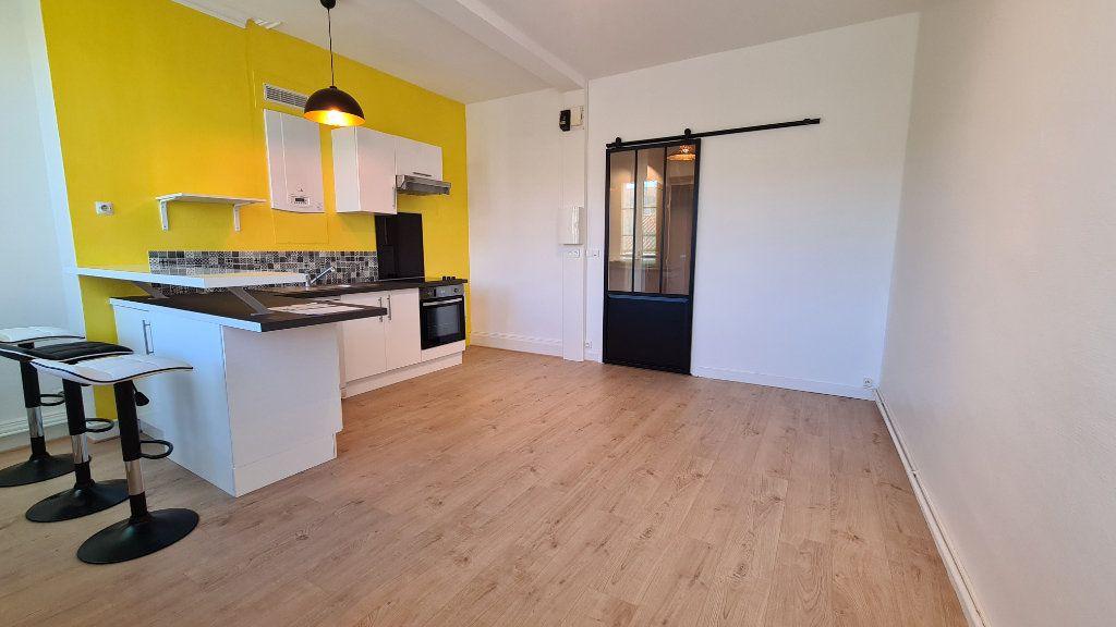 Appartement à vendre 4 75m2 à Rochefort vignette-2