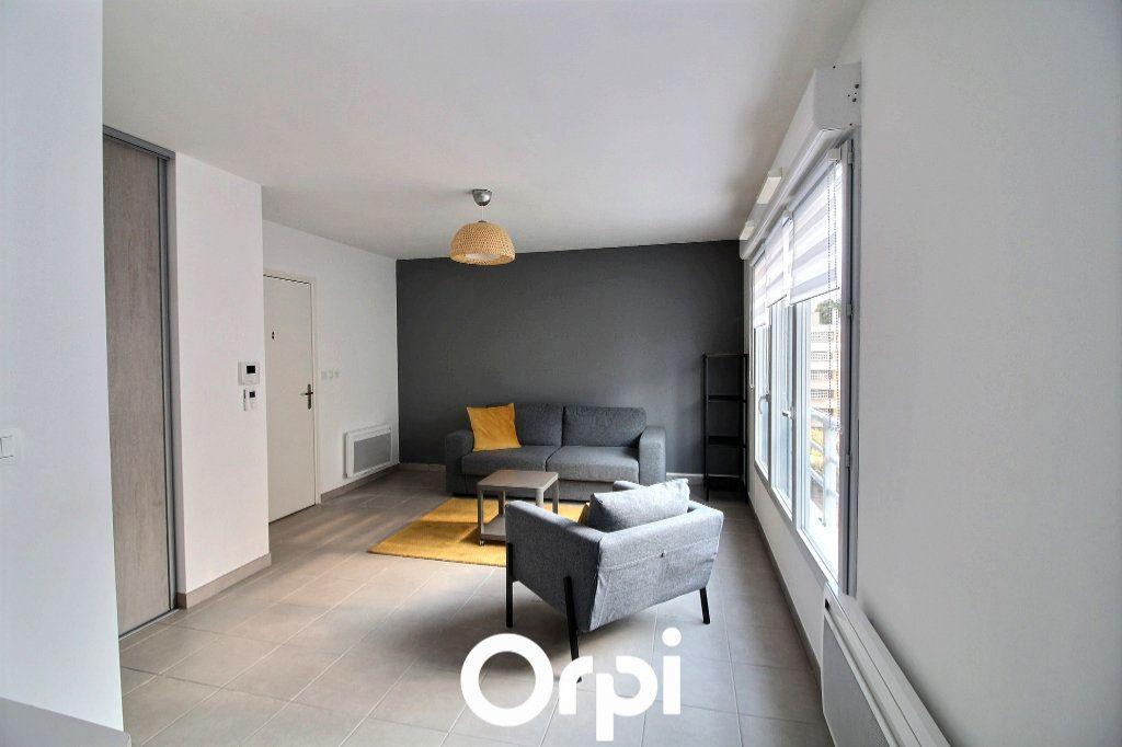 Appartement à louer 1 29.88m2 à Marseille 6 vignette-1