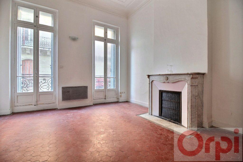 Appartement à louer 1 23m2 à Marseille 8 vignette-1
