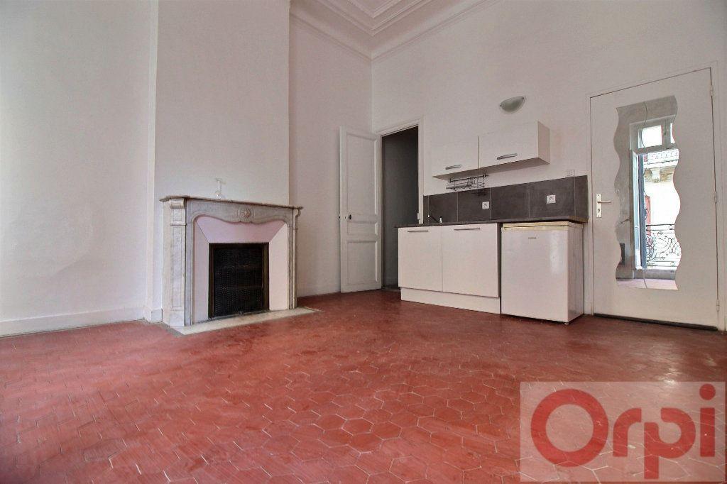 Appartement à louer 1 23m2 à Marseille 8 vignette-2