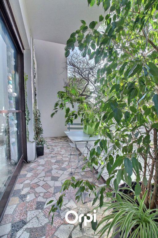 Appartement à vendre 3 72m2 à Marseille 8 vignette-2